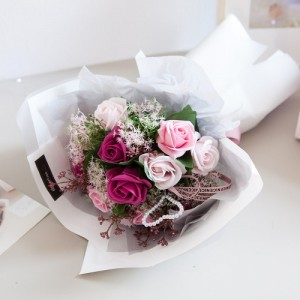 진주하트비누꽃다발 48cm(픽)